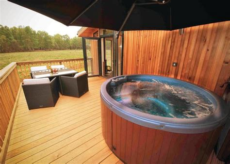 lodges in with tub secluded lodges with tubs sherwood forest