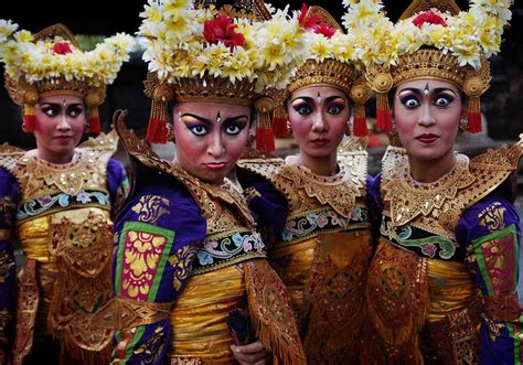 twin mirrors  balis legong dance indoneo