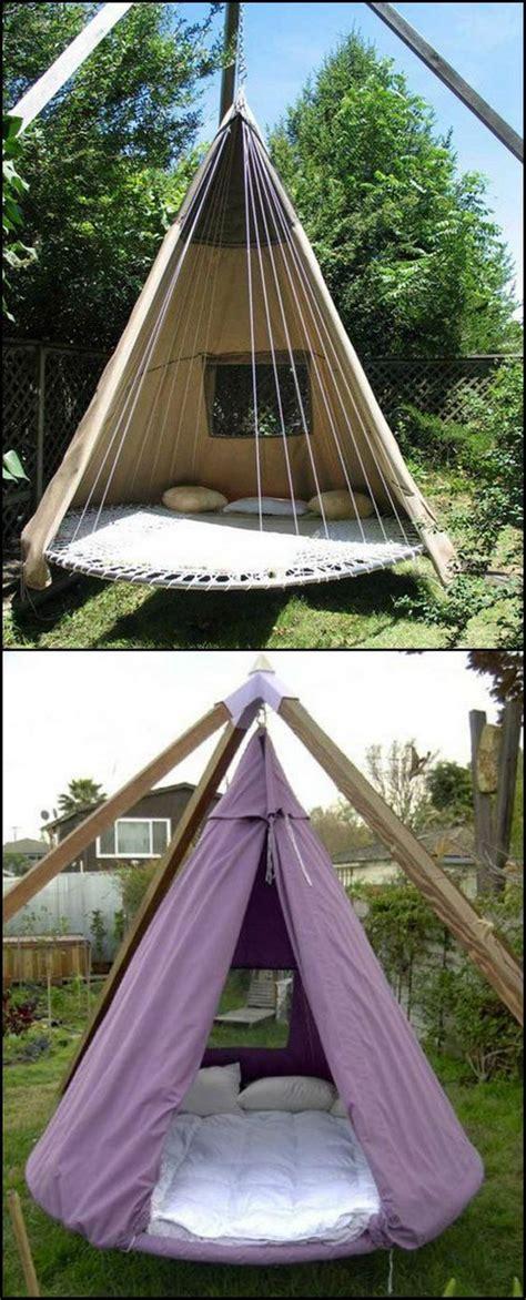 bedroom experience    circular beds