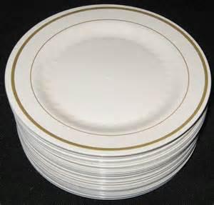 disposable wedding plates plastic plates and silverware at reception tacky weddingbee