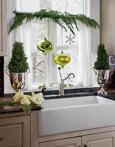 Weihnachtsdeko Für Geschäfte : fensterdeko f r weihnachten gr ne weihnachtskugeln gr ne zweige dekoideen pinterest ~ Sanjose-hotels-ca.com Haus und Dekorationen