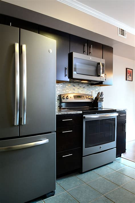 slate kitchen appliances consumers go gray in a stylish way with ge slate kitchens