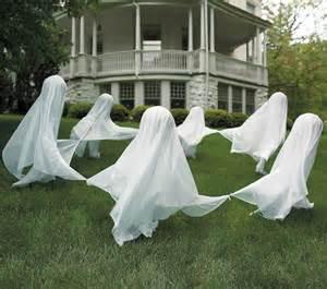 DIY Ghosts Halloween Yard Decorations