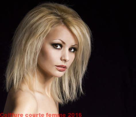 coupe cheveux court femme 50 ans design bild