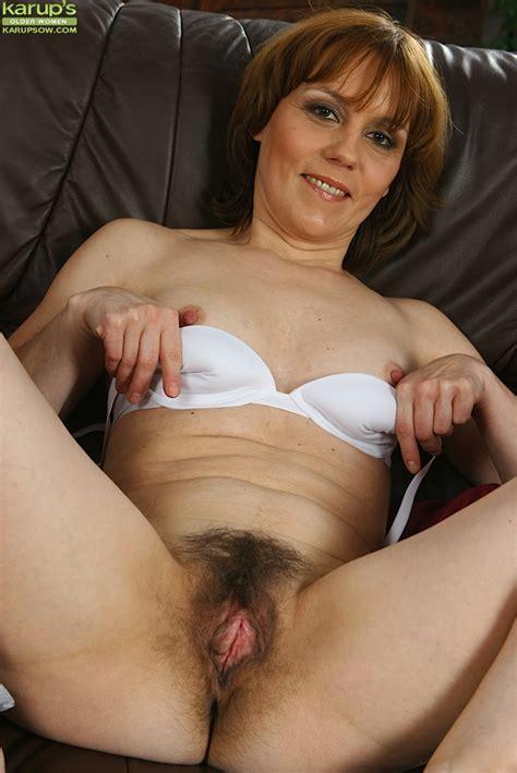 Over 40 Milf Mylene Spreading Her Hairy Vagina On Leather