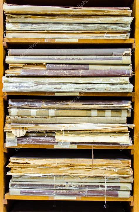 Mensola Libro by Libro Mensola Mensole Usurate Di Vecchi Libri Di