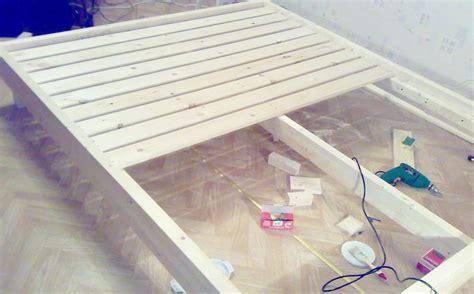 fabriquer un cache sommier comment fabriquer un lit en bois soi m 234 me