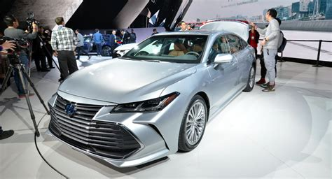 toyota avalon  larger  high tech features