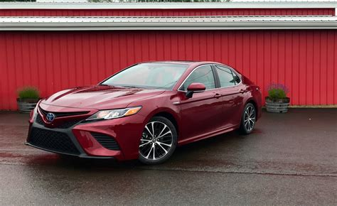 Review Toyota Camry by 2018 Toyota Camry Hybrid Review Caradvice