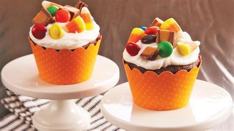 halloween candy cupcakes recipe tablespooncom