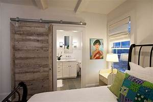25 bedrooms that showcase the beauty of sliding barn doors for Slide doors for bedrooms