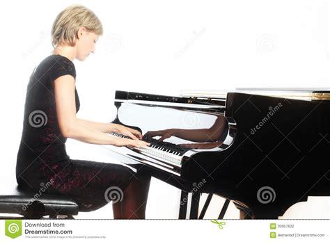 joueur de pianiste de piano avec le piano 224 queue photographie stock image 30957632