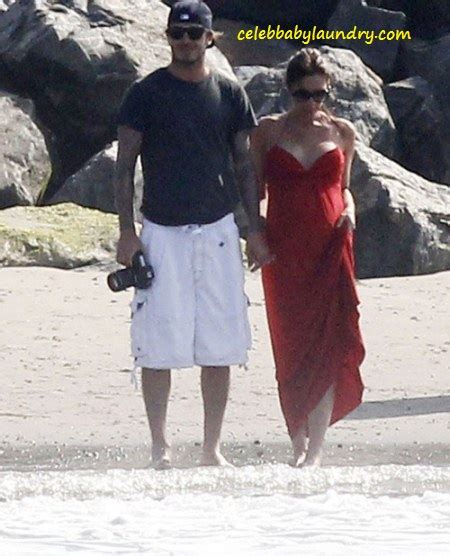 Victoria Beckham Spends July 4th PREGNANT on the Beach   Celeb Baby Laundry