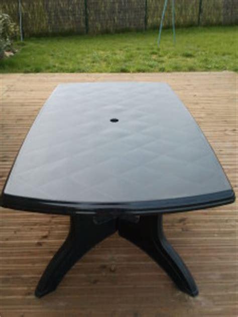 table de jardin plastique vert