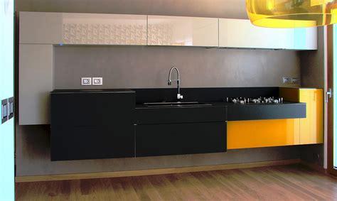 cuisine jaune et noir cuisine jaune noir aubry décoration