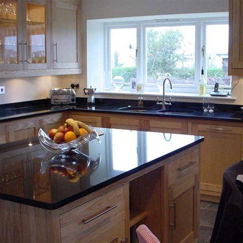 prix granit cuisine granit plan de travail cuisine les finitions du granit