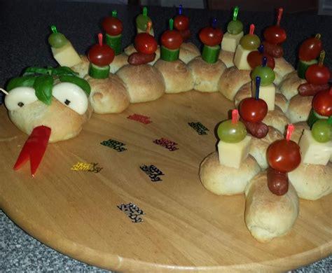 kindergeburtstag kindergarten essen partyschlange rezept fingerfood kinder kindergeburtstag essen und backen