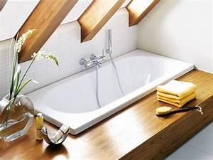 Badewanne Mit Holzverkleidung : eine moderne badewanne zum entspannen ~ Sanjose-hotels-ca.com Haus und Dekorationen