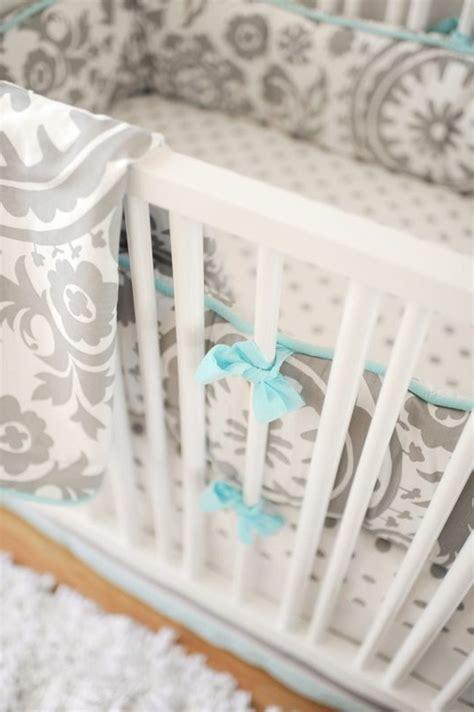 chambre bébé gris blanc bleu où trouver le meilleur tour de lit bébé sur un bon prix