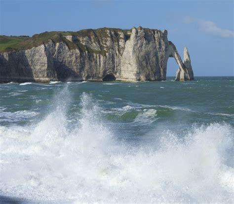 chambres d h es etretat visiter etretat falaises rando plage impressionnisme