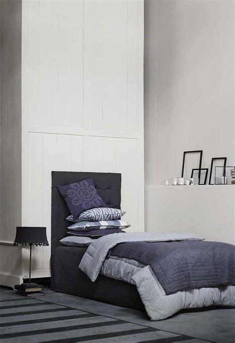 chambre gris blanc bleu bleu profond