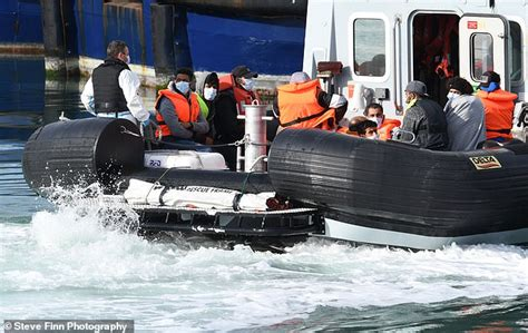 Sudanese migrant, 16, dies trying to cross Channel to ...