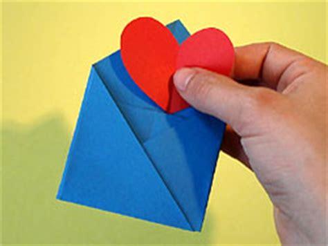 kleine briefumschläge basteln einen kleinen briefumschlag basteln basteln gestalten