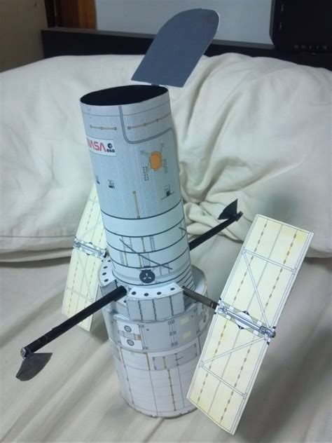 simon wongs hubble telescope model   day