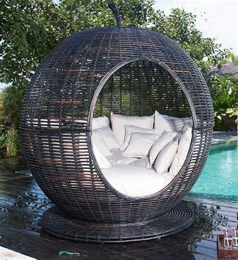 cuisine d été design le fauteuil boule un meuble de déco et de détente