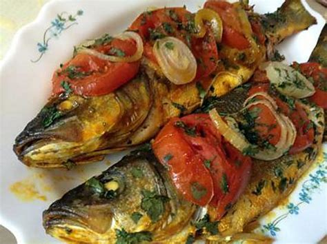 cuisiner le poisson au four cuisiner le bar recette de bar au four la recette facile