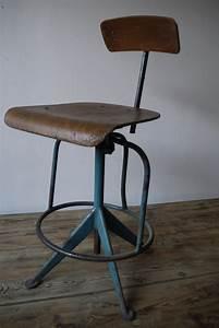 Chaise Haute Industrielle : chaise haute atelier industrielle jean prouve ~ Teatrodelosmanantiales.com Idées de Décoration