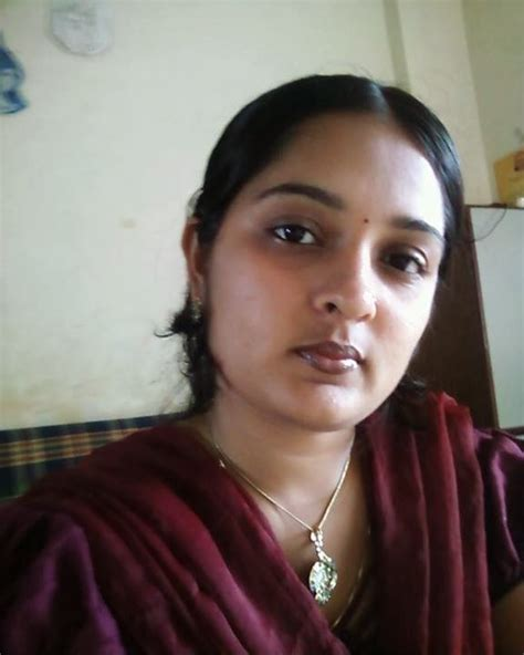 Mangala Bhabhi Hot Aunty (20 PHOTOS) | Hot and Sexy