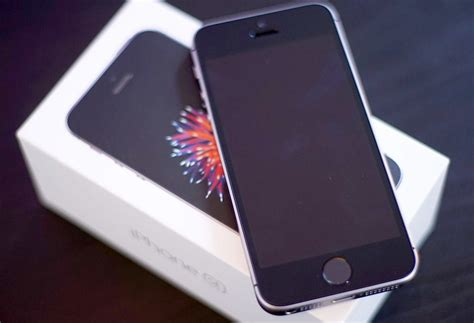 for iphone review iphone se proves size doesn t matter reviews