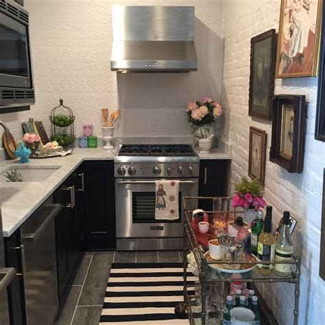 Southern Style Now Showhouse Kitchen by Mende Design Quot Southern Style Now Quot Guest Cottage Kitchen