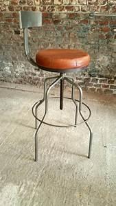 Tabouret De Bar Fer : tabouret de bar avec dossier bois de grange et fer industrial bar stools bar stools et ~ Dallasstarsshop.com Idées de Décoration