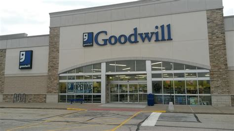 And Decor Store Hours by Goodwill Store Donation Center In Bourbonnais Il Store