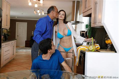 Slutty Stepmom Lexi Luna Gets Soaked – The Boobs Blog