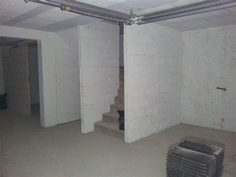 plafond sous sol economique choix carrelage peinture sous sol cloison buanderie