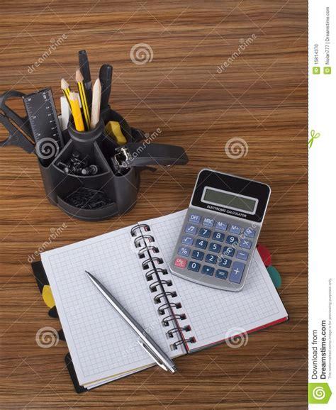 outils de bureau organisateur de bureau avec des outils de bureau photo