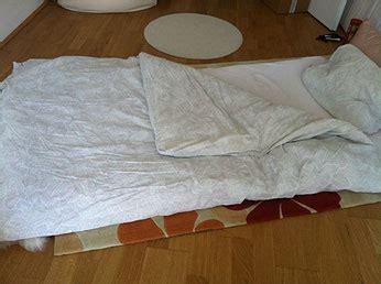 auf boden schlafen schlafen ohne bett mit st 228 rke leben