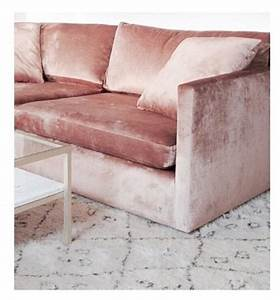 Samt Sofa Rosa : pin by savanah debrosse on home velvet sofa velvet couch interior ~ Frokenaadalensverden.com Haus und Dekorationen