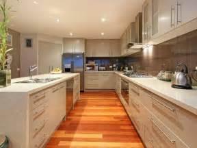 Kitchen Layout Ideas With Island Classic Island Kitchen Design Using Laminate Kitchen Photo 338413