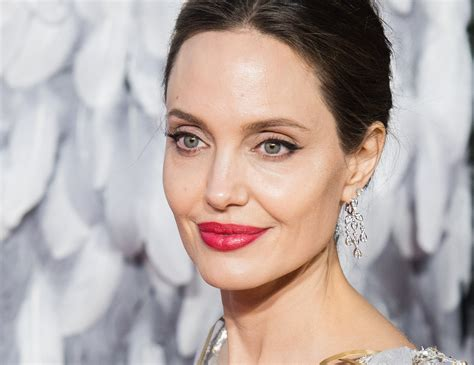 foto de Angelina Jolie Has the Secret to a Perfect Red Lip For