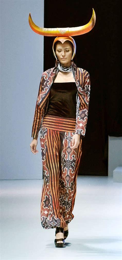 indonesia fashion week aims  celebrate culture art