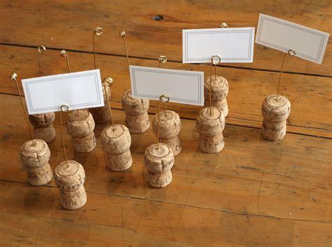 porte noms avec des bouchons de chagne pour noel recettes de cuisine et traditions en