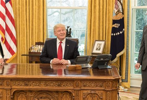 what desk is trump using trump oval office desk california hits back at trump with