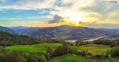 insuperabile paesaggio naturalistico italiano visto dal drone quadricottero news