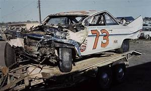 Beauchamp Automobiles : johnny beauchamp 39 s wrecked chevy on a hauler after his big crash with lee petty during a 1961 ~ Gottalentnigeria.com Avis de Voitures