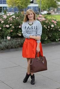 A-Linien Rock mit grauen Sweater kombinieren in Den Haag