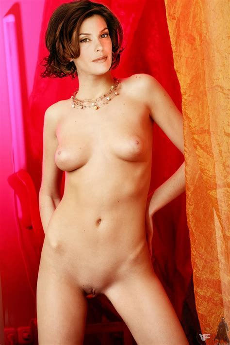 Teri Hatcher Nude Possing Her Boobs Pussy Fake